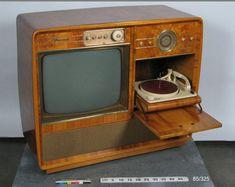 w Telewizor, radio i odtwarzacz płyt, Precedent, w 1960 roku Radios, Vintage Television, Television Set, Vintage Records, Vintage Tv, Vintage Record Players, Tvs, Radio Record Player, Old Technology