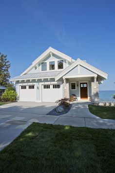 Craftsman style home turn the garage to the side for Craftsman beach cottage house plans