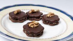 Plněné ořechy a další recepty na cukroví podle našich babiček Christmas Cookies, Holiday Crafts, Pudding, Easter, Baking, Recipes, Food, Decor, Recipe