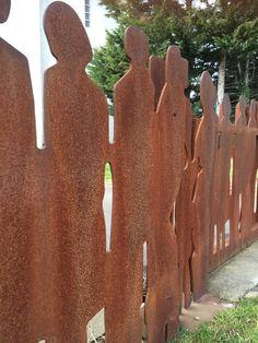 Silhouettes en métal pour une barrière
