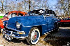 #Simca #Aronde à la Bourse d'Ancenis. Reportage complet : http://newsdanciennes.com/2016/03/22/grand-format-a-bourse-dancenis/ #Voitures #Anciennes #Vintage #Car #ClassicCar