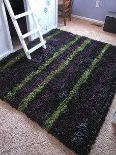 Stripes on a DIY latch hook rug can look quite classy.