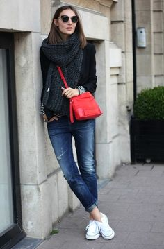 Haute Design by Sarah Klassen: Style: The Chic, Classic Sneaker Paris classics white Converse, red bag, cuffed jeans, and scarf. Casual Chic, Casual Fall, Style Tumblr, Saturday Outfit, Look 2018, Casual Outfits, Fashion Outfits, Jeans Fashion, Fasion