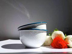 Retrouvez cet article dans ma boutique Etsy https://www.etsy.com/fr/listing/535852903/set-of-2-cafe-au-lait-enamel-bowls