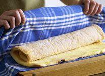 Biskuitrolle backen - 7 goldene Gelingregeln - biskuitrolle-backen-7
