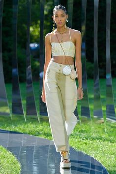 Ulla Johnson Spring Summer 2022 fashion show at New York Fashion Week SS22 (September 8, 2021). Couture Fashion, Runway Fashion, Fashion Models, Spring Fashion, Fashion Beauty, Fashion Looks, New York Fashion, Fashion News, High Fashion