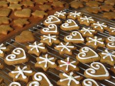 My Favorite Classic Easy Gingerbread Cookies You Can Copy – Page 38 – Small Flash Easy Gingerbread Cookies, Christmas Cookies, Christmas Foods, Christmas Traditions, Christmas Tree, Ginger Bread Cookies Recipe, Cookie Recipes, Sin Gluten, Far Breton