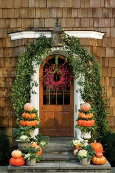 amazing 56 Lovely Halloween Porch Design Ideas