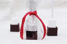 hot chocolate winter wedding favors :: Groom Sold Separately :: Ultimate Wedding Planning Resource Connecting Brides and Wedding Pros