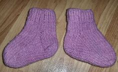My very favorite pattern for baby socks. Quick, cute, perfect. From wonderful Bev Qualheim at bevscountrycottage.com. Lots of free patterns