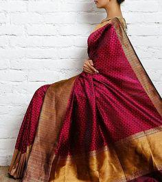 inspiration for the contemporary bride 😍 Gorgeous Katan Silk Saree ❤❤ Kanchipuram Saree, Banarasi Sarees, Silk Sarees, Organza Saree, Red Saree, Saree Dress, Indian Attire, Indian Ethnic Wear, Indian Dresses
