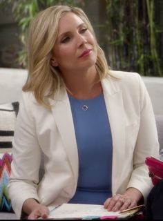 Brianna, Grace and Frankie. June Diane Raphael, Act Your Age, Business Professional Outfits, Built In Wardrobe, Clothing Ideas, Street Styles, Muse, Dan, Fandoms