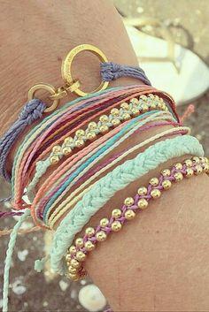 Cute DIY bracelets with pastal yarn..