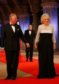 MYROYALS  FASHİON: QUEEN BEATRİX HOSTS A DİNNER AHEAD OF HER ABDİCATİON-Prince of Wales and Duchess of Cornwall arrive