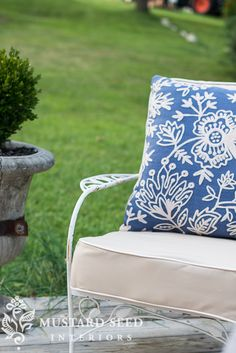 video tutorial on making a chair/sofa cushion | miss mustard seed