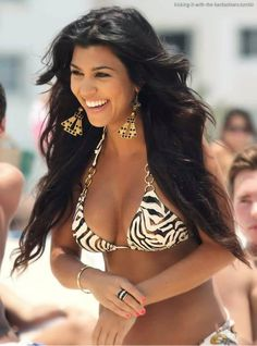 Kourtney Kardashian love her hair when it was like this she looked better