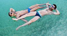 Turistas gost... bonitos boiam no Mar Morto, em Israel Boys magia em Israel, eu quero! Casal gay em Tel Aviv, a capital gay do Oriente Médio (Foto: Divulgação / OUTstanding Travel) (Foto: Divulgação / OUTstanding Travel)