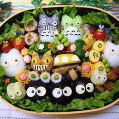 I couldn't eat that! It's too awesome. :( This Totoro bento will make you smile. I couldn't eat that! It's too awesome. :( This Totoro bento will make you smile. Japanese Bento Box, Japanese Food Art, Kawaii Bento, Cute Bento Boxes, Bento Box Lunch, Bento Lunchbox, Bento Food, Box Lunches, Eat Lunch