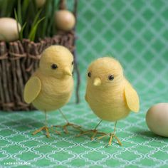 Grab some yellow roving wool and make this needle felted chick to incorporate into your Easter decor! These cuties will be the belles of your Easter basket