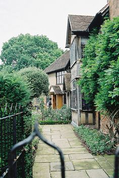 Side view of the Shakespeare's house (Stratford-upon-avon, UK).