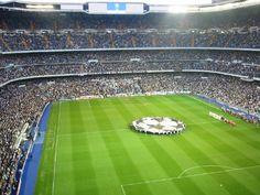 Estadio Santiago Bernabeu de Madrid. Fue construido en 1947 y tiene capacidad de 80,000 personas.