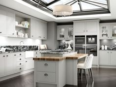 The Best Stunning 7 Grey Kitchen Color Schemes For Inspiration If the time has come to change the look of your kitchen, we often try to increase the number of storage areas so that the kitchen looks neat. Grey Kitchens, Contempory Kitchen, Contemporary Kitchen, Modern Grey Kitchen, New Kitchen, Grey Kitchen Colors, Kitchen Fittings, Kitchen Gallery, Kitchen Design