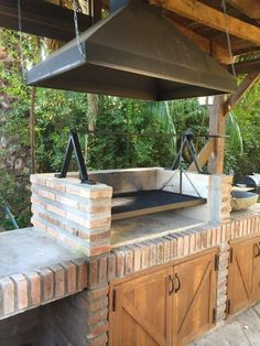 Outdoor Kitchens Luxury Outdoor Kitchen Design Ideas That Brings A Cleaner Looks Rustic Outdoor Kitchens, Outdoor Kitchen Cabinets, Backyard Kitchen, Kitchen Stove, Summer Kitchen, Outdoor Kitchen Design, Kitchen Decor, Outdoor Kitchen Grill, Simple Outdoor Kitchen