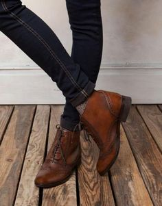 These brogues look -so- good. The color and shine, these are the real deal. Gosh, I want these brogues. Looks Street Style, Looks Style, Style Me, Look Fashion, Fashion Shoes, Womens Fashion, Girl Fashion, Crazy Shoes, Me Too Shoes