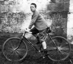 Marcel Duchamp in bicicletta  Marcel Duchamp and his bicycle