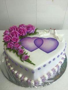 Dort marcipánový * svatební - zdobený krémovými růžemi a hrdličkami a marcipánovými perličkami.