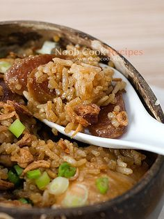 Claypot Chicken Rice with Chinese sausage using a Rice Cooker. add chicken way into cooking rice. Chinese Chicken Rice Recipe, Claypot Chicken Rice, Chicken Rice Recipes, Rice Cooker Recipes, Cooking Recipes, Clay Pot Rice Recipe, Cooking Rice, Chinese Sausage, Chinese Vegetables