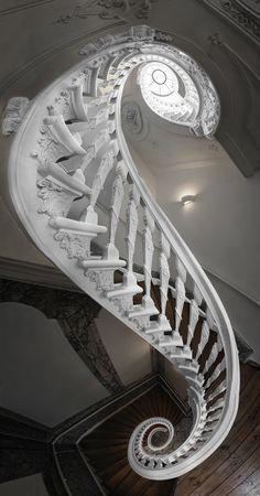 Escadas do antigo Theatre Institute, agora Casa de Amsterdam Arquiteto Philips Vingboons, construído em 1638, por Jan van Logteren. Por Silvio Zangarini - Het Witte Huis.