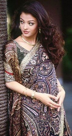 "Aishwarya Rai Wallpapers: Aishwarya Rai ""Saree Pictures"" …"