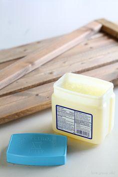 Creëer een shabby chic old wood effect op hout met slechts een pot vaseline!