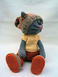 This is adorable! Crocheted Kitty.