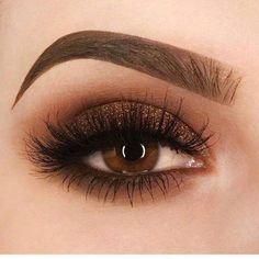 Olhos esfumados com marrom e dourado, cor de outono #eyemakeupforbeginners