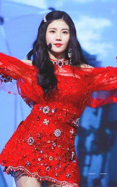 """트위터의 chandelier🐰 님: """"181214 홍콩 MAMA #아이즈원 #Izone #권은비 #은비 #Eunbi @official_izone… """" Stage Outfits, Cool Outfits, Yuri, Korean Girl, Asian Girl, Mnet Asian Music Awards, Mixed Girls, Japanese Girl Group, Girl Bands"""