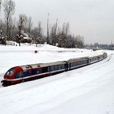 Photo by @sameer.mushtaq  #winter #snow #train #Kashmir #natgeo #huffingtonpost #getty #indiaphotoproject