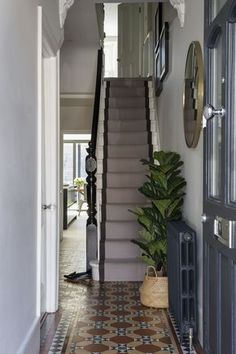 Interior design by Imperfect Interiors in this Victorian terraced house in Balha .Interior design by Imperfect Interiors in this Victorian terraced house in Balha .- Interior design by Imperfect Interiors in this Victorian terraced house Victorian House Interiors, Victorian Home Decor, Victorian Townhouse, Victorian Homes, Modern Victorian, Victorian Hallway, Victorian Living Room, Apartment Entrance, House Entrance