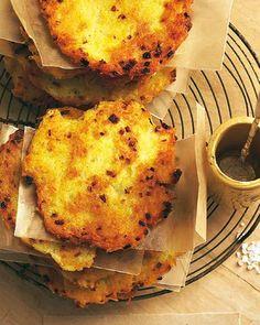 Schön kross, süß mit Apfelmus, herzhaft mit Lachs: Kartoffelpuffer schmecken immer. Zum Rezept: Kartoffelpuffer