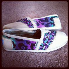 Adorable purple cheetah print toms shoes