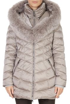 This is the stunning 'Nicole' Champagne Puffer Coat from our friends at Intuition! A cosy piece with a central zip fastening, side pockets, and a detachable trim on the hood. This is the perfect piece to carry you into the colder season! Winter Coats Women, Winter Jackets, Puffer Coat With Fur, Nicole S, Grey Wash, Green Shorts, Khaki Green, Intuition, Champagne