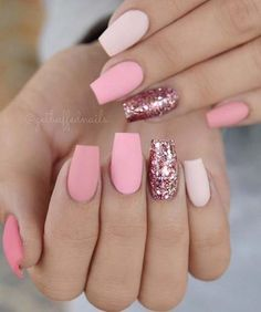 There are three kinds of fake nails which all come from the family of plastics. Acrylic nails are a liquid and powder mix. They are mixed in front of you and then they are brushed onto your nails and shaped. These nails are air dried. Matte Pink Nails, Pink Glitter Nails, Glitter Nikes, Light Pink Nails, Matte Nail Art, Pink Manicure, Black Nails, Nagellack Design, Coffin Nails Long
