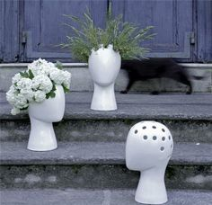 Interior special finds. Experiment with floral hairdos.