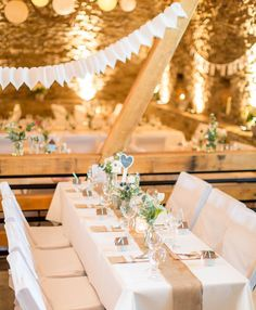 Wir verraten euch die besten Tipps, mit denen ihr eure Hochzeitslocation dekorieren und in ein echtes Highlight verwandeln könnt.