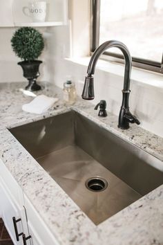Supreme Kitchen Remodeling Choosing Your New Kitchen Countertops Ideas. Mind Blowing Kitchen Remodeling Choosing Your New Kitchen Countertops Ideas. Kitchen Sink Decor, Best Kitchen Sinks, Kitchen Sink Design, Farmhouse Sink Kitchen, Kitchen Redo, Cool Kitchens, Modern Farmhouse, Kitchen Sink Ideas Undermount, Kitchen Faucets