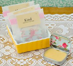Stampington shows you how to create a DIY lip balm kit for gifts! Homemade Lip Balm, Diy Lip Balm, Homemade Beauty, Homemade Gifts, Diy Beauty, Diy Gifts, Homemade Moisturizer, Beauty Tips, Lip Balm Labels