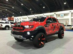 The most fearsome Ford - Today Pin Jacked Up Trucks, Ford Pickup Trucks, 4x4 Trucks, Cool Trucks, 4x4 Ford Ranger, Carros Audi, Ford Ranger Wildtrak, Suv Cars, Ford Raptor