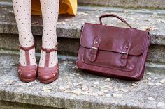 Vintage dress, polka dot tights, brown satchel and brown shoes - Retro Sonja Fashion Blogger - www.retrosonja.com