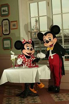Love mickey& minnie mouse also i love paris♥ Disney Mouse, Disney Fun, Disney Magic, Disney Mickey, Disney Parks, Walt Disney, Disney Cartoon Movies, Disney World Characters, Disney Cartoons